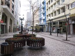 Ação em Curitiba terá limpeza profissional da Rua XV e cadastramento de PcD para vagas de emprego