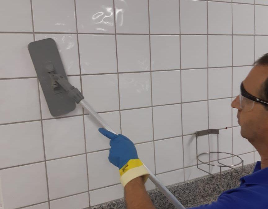 Você sabe a forma correta de limpar e higienizar azulejos?